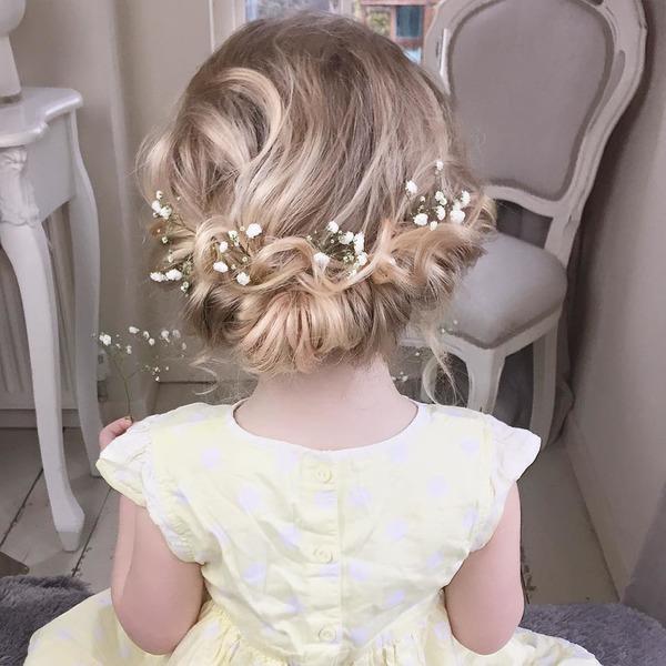 pricheski na svadbu dlya malenkoj princessy