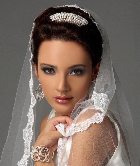 svadebnye pricheski s fatoj klassika zhanra