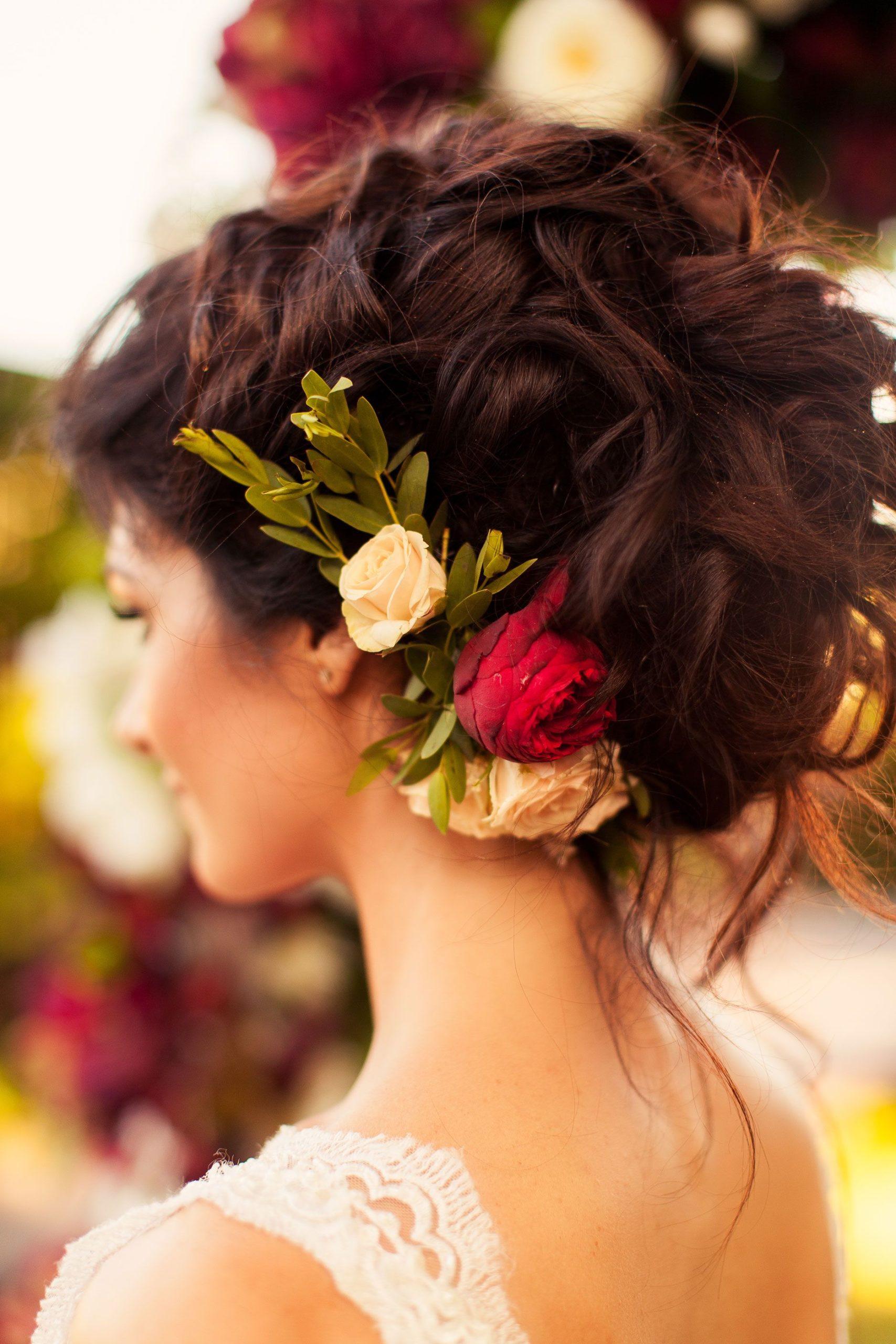 zhivye cvety v obraze nevesty